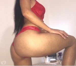 Yali facesitting escorts in Windsor, CO